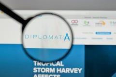 Милан, Италия - 10-ое августа 2017: Логотип фармации дипломата на мы Стоковые Фото