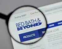 Милан, Италия - 10-ое августа 2017: Логотип Bed Bath & Beyond на мы Стоковые Фото