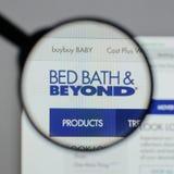 Милан, Италия - 10-ое августа 2017: Логотип Bed Bath & Beyond на мы Стоковые Изображения