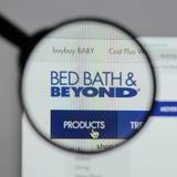 Милан, Италия - 10-ое августа 2017: Логотип Bed Bath & Beyond на мы Стоковые Изображения RF