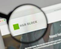 Милан, Италия - 10-ое августа 2017: Логотип H&R Block на вебсайте ho Стоковое Изображение