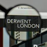 Милан, Италия - 10-ое августа 2017: Логотип PLC Derwent Лондона на w стоковые фото