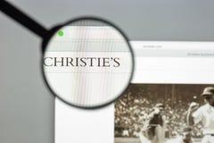 Милан, Италия - 10-ое августа 2017: Christies домашняя страница вебсайта com Стоковое Изображение RF