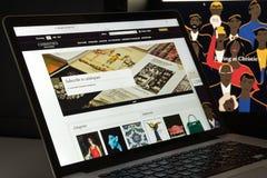 Милан, Италия - 10-ое августа 2017: Christies домашняя страница вебсайта com Стоковые Фото