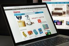 Милан, Италия - 10-ое августа 2017: Costco домашняя страница вебсайта com Оно Стоковые Изображения