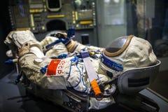 МИЛАН, ИТАЛИЯ - 9-ОЕ ИЮНЯ 2016: костюм пилота астронавта на науке Стоковое Изображение RF
