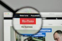 Милан, Италия - 1-ое ноября 2017: Логотип Рио Tinto на вебсайте h Стоковые Фото