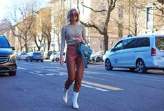 МИЛАН, Италия: 14-ое января 2019: Обмундирования стиля улицы во время человека 2019 MFW стоковое фото rf
