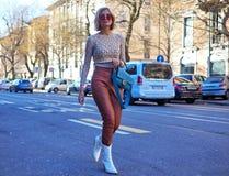 МИЛАН, Италия: 14-ое января 2019: Обмундирования стиля улицы во время человека 2019 MFW стоковая фотография rf