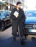 МИЛАН, Италия: 14-ое января 2019: Обмундирования стиля улицы во время человека 2019 MFW стоковое фото