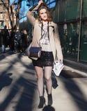 МИЛАН, Италия: 14-ое января 2019: Обмундирования стиля улицы во время человека 2019 MFW стоковое изображение