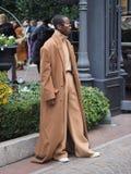 МИЛАН, Италия: 12-ое января 2019: Обмундирования стиля улицы во время человека 2019 MFW стоковая фотография