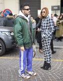МИЛАН, Италия: 13-ое января 2019: Обмундирования стиля улицы стоковые фото