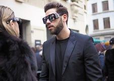 МИЛАН, Италия: 13-ое января 2019: Обмундирования стиля улицы стоковое фото rf