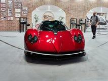 Милан, Ломбардия Италия - 23-ье ноября 2018 - фронт красного Pagani Zonda 5 с мотором 7291cc Мерседес-Benz в Autoclassica Милане  стоковое изображение rf