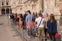Милан: очередь duomo стоковые фотографии rf