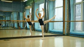 Милая балерина в Pointe сток-видео