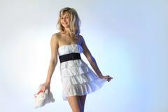 Милая девушка в белом платье Стоковые Фото