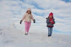 Милая девушка 2 в снеге Стоковая Фотография