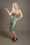 милая девушка за пятьдесят платья ретро Стоковые Фотографии RF