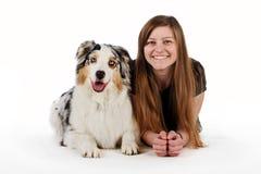 Милая девушка и ее дружелюбная собака Стоковая Фотография