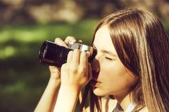 Милая девушка принимает фото стоковое изображение rf
