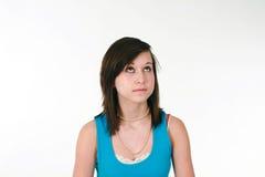 милая девушка смотря предназначенное для подростков поднимающее вверх Стоковые Изображения RF