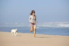 милая девушка собаки она Стоковое Фото