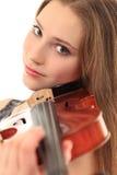 Милая девушка с скрипкой на белизне Стоковое Изображение