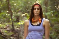 милая девушка hiking древесины Стоковое Фото