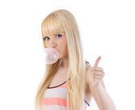 Милая женщина давая большие пальцы руки вверх и дуя пузырь Стоковая Фотография RF