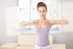 Милая женщина делая тренировку утра Стоковое Фото