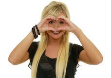 Милая женщина делая форму сердца с руками Стоковая Фотография RF
