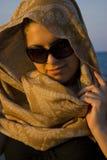 милая женщина шарфа Стоковая Фотография