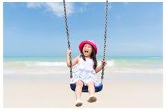 Милая маленькая девочка имея потеху с качанием в парке стоковая фотография