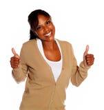 Милая молодая женщина поднимая перста вверх Стоковое фото RF