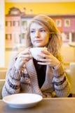 Милая молодая женщина Стоковые Фотографии RF