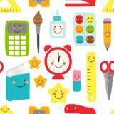 Милая ребяческая безшовная картина назад к школьным принадлежностям как усмехаясь персонажи из мультфильма Стоковое Фото