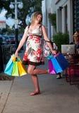милая супоросая женщина покупкы Стоковые Фотографии RF