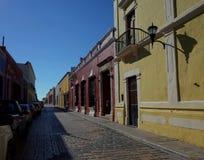 Милая улица в Кампече в Мексике стоковые изображения