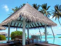 Милая хата в роскошном курорте на острове Мальдивов стоковые изображения