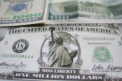 Миллион долларов с тысячей & 100 долларовыми банкнотами высококачественными Стоковое Фото