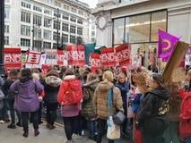 Миллион женщин поднимают марш и вновь собираются в центральном Лондоне стоковая фотография