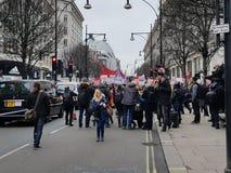 Миллион женщин поднимают марш и вновь собираются в центральном Лондоне стоковое фото