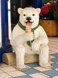 Милое мороженое рекламы статуи медведя Стоковые Изображения