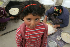 милое печенье девушки играя ждать Стоковые Фотографии RF