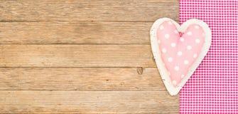 Милое поставленное точки розовое сердце для Wedding или предпосылки дня валентинок Стоковые Фотографии RF