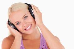 милое слушая нот к женщине Стоковая Фотография RF