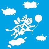 Милое хорошее летание коровы среди облаков как элемент логотипа для молочного продучта магазина молокозавода или бесплатная иллюстрация