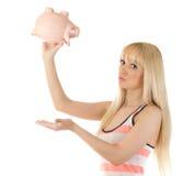 Милое piggybank удерживания женщины вверх ногами Стоковые Фотографии RF